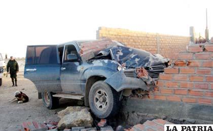 Vagoneta del COA que impactó contra una pared