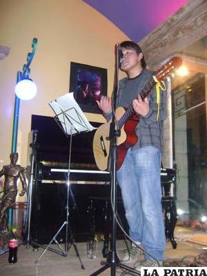 El talentoso Daniel Arancibia, compositor y cantante que proyecta grabar su primer disco