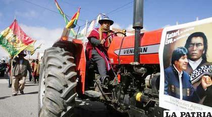 276 tractores fueron entregados irregularmente durante la gestión del ministro de Desarrollo Rural, Hugo Salvatierra
