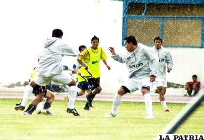 """La práctica de San José, fue bajo una fuerte granizada que se registró ayer por la tarde en el """"Bermúdez"""""""