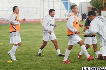 """Los """"santos"""" están listos para jugar con Universitario."""