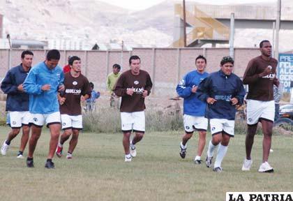 """Los """"santos"""" entrenan pensando en Nacional Potosí, el rival de turno del fin de semana."""