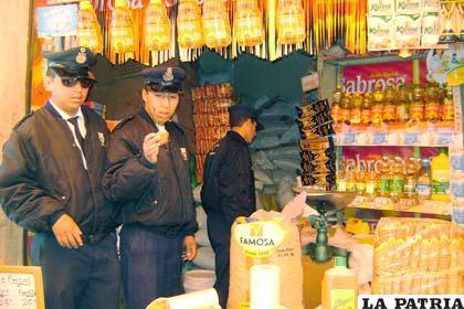 Agentes municipales realizan estricto control en comercio de todo tipo