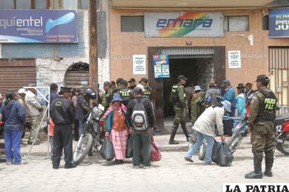 Como en todo el país, en nuestra ciudad grandes aglomeraciones en Emapa
