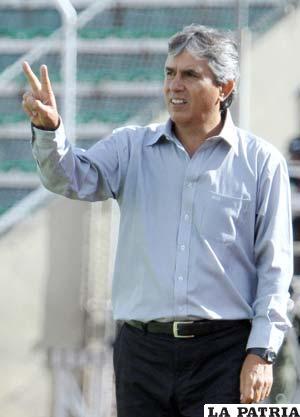 Carlos Aragonés, entrenador de Blooming