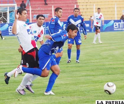 San José no pudo ordenar la defensa porque la marca de los jugadores de Nacional fue estricta.