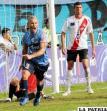Minuto 55, Carlos Ortiz de Blooming anota el único gol del partido. Observan el golero Bernardo Leyenda y el defensor Vinicius Delazare de Nacional Potosí.