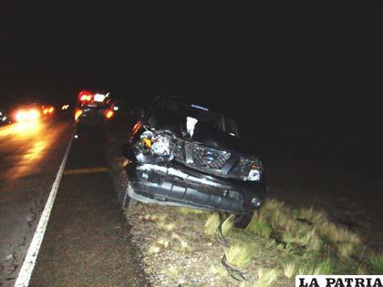 El vehículo que impactó después que los dos motorizados particulares colisionaran de frente