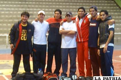 Integrantes del equipo de FREDD que conquistó el título del torneo