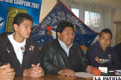 Saucedo, Mamani y Salinas durante la presentación de los nuevos refuerzos