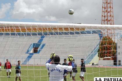 """Durante el entrenamiento que se realizó ayer en el estadio """"Bermúdez"""