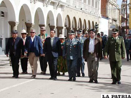 Autoridades Departamentales participaron en el desfile en homenaje al aniversario del Estado Plurinacional de Bolivia