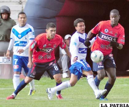 Miguel Loayza ingresó en el segundo tiempo