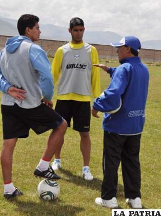 Saucedo, Albarracín y Cárdenas antes de la práctica