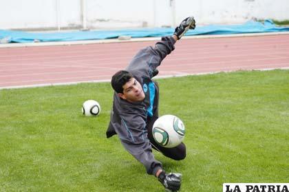 Carlos Lampe jugaría la Liga en Bolívar y la Copa Libertadores en San José