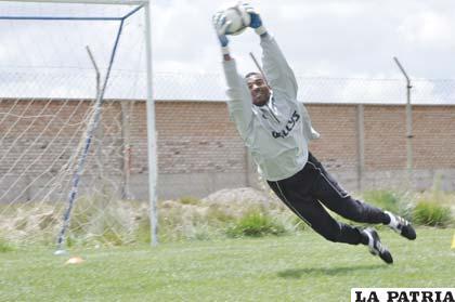 El colombiano Barahona atajará en la Liga