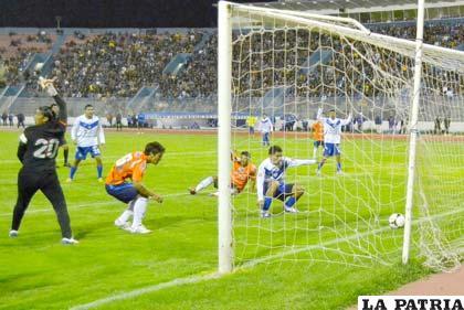 Saucedo inauguró el marcador a los 66 minutos de juego