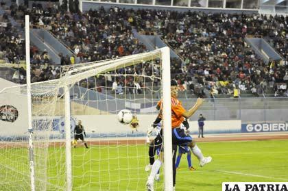 El gol de Gomes para el definitivo 2 a 0