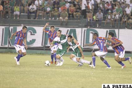Una acción del partido en el cual Oriente venció por 3 a 2 a La Paz FC
