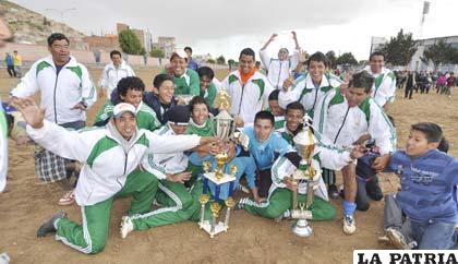 Celebración de los jugadores de Santa Cruz por el título obtenido