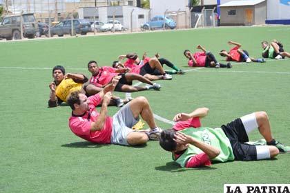 Trabajo de preparación de los jugadores de Oruro Royal