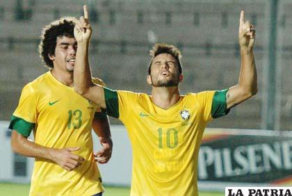 Felipe Anderson anotó el gol de Brasil, de penal