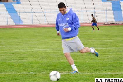 Diego Cabrera delantero de San José