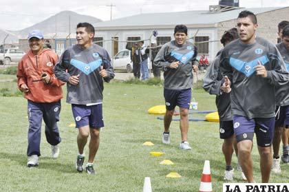 Los jugadores de San José trabajaron ayer a pesar del feriado nacional