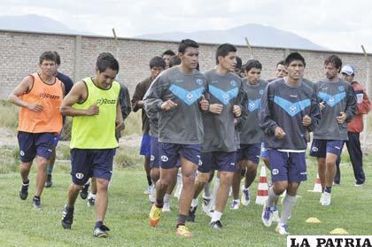 Jugadores del plantel de San José en pleno trabajo de preparación