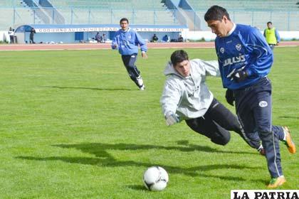 Cabrera elude al golero Lampe