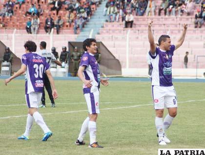Ariel Neumann le hizo 3 goles a San José el 26 de agosto (4-1)