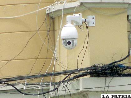 Una de las cámaras de seguridad que se encuentra en el centro de la ciudad