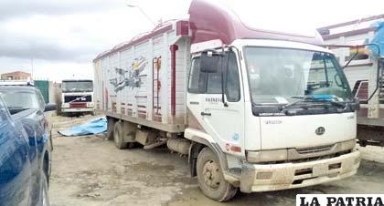 Uno de los camiones  secuestrados por Narcóticos