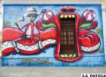 Grafitis invaden espacios en la Capital del Folklore de Bolivia
