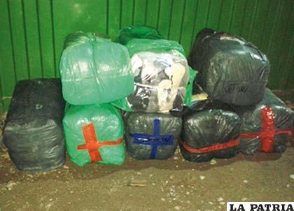 Los fardos de ropa americana transportados en forma ilegal
