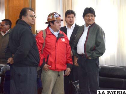 El gobernador Santos Tito en una de sus pocas apariciones públicas, junto al Presidente Morales