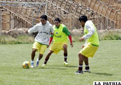 """Los """"santos"""" ayer concluyeron su labor futbolística"""