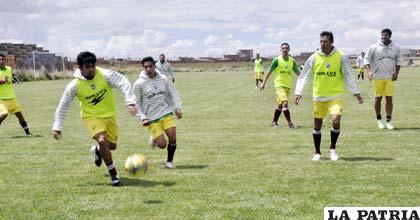 """Los """"santos"""" culminaron su trabajo futbolístico ayer en su propia cancha"""