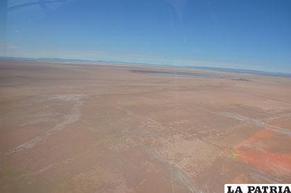 Imagen del lago Poopó, tomada en un sobrevuelo el 11 de diciembre
