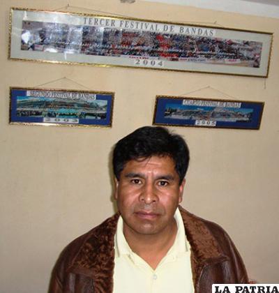 Huberto Montoya junto a otras personas fue impulsor de las bandas de música