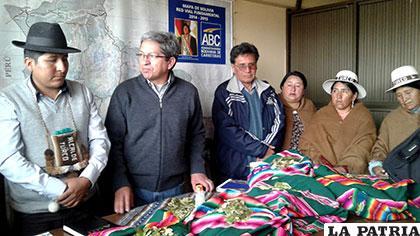 Autoridades de Turco Marka con personeros de la ABC Oruro /ABC