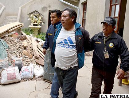 El presunto autor del robo es llevado a celdas policiales