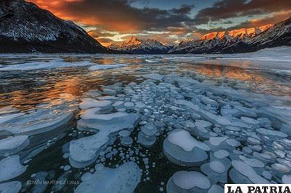 Burbujas inflamables congeladas, son de metano atrapadas bajo el Lago Abraham en Alberta