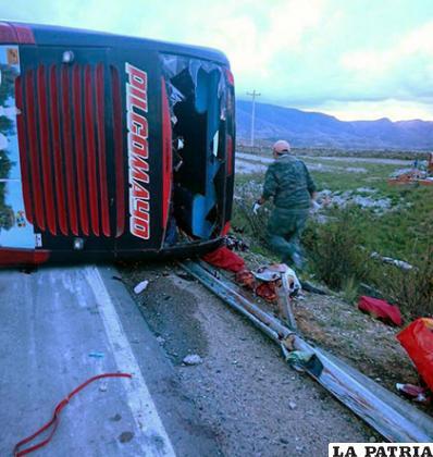 El bus Pilcomayo volcó mientras iba de Tarija a Cochabamba