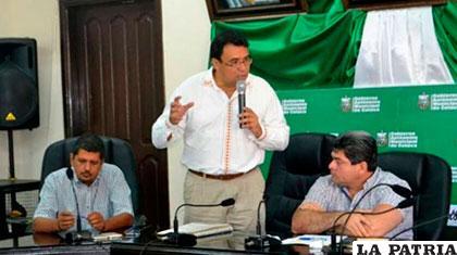 Jerjes Mercado, director ejecutivo de la FAM reunido con munícipes /FAM