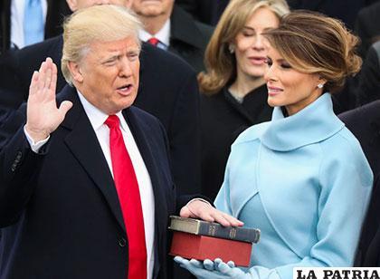 Trump juró el cargo sobre dos Biblias /VOZPOPULI.COM