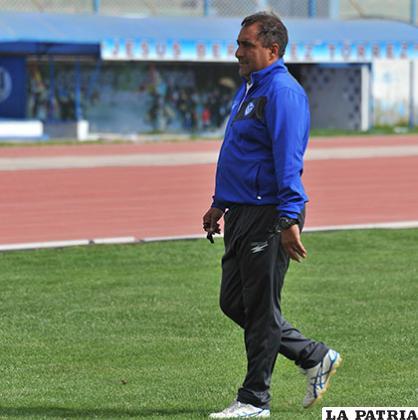 Julio Zamora, entrenador del equipo