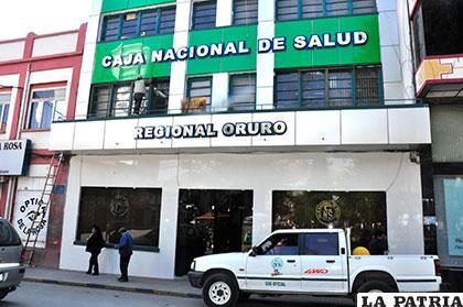 Remozada imagen de la fachada del edificio central de la C.N.S.