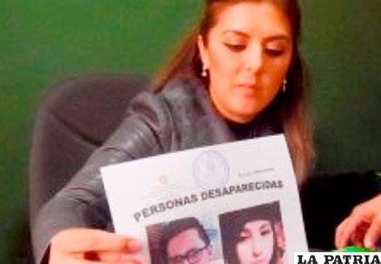 La fiscal exhibe las fotos de los desaparecidos /ANF