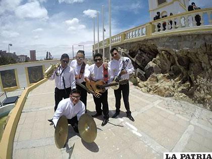 Durante la filmación del grupo Llajuas